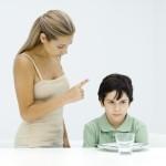 Những sai lầm của cha mẹ khi phê bình con cái